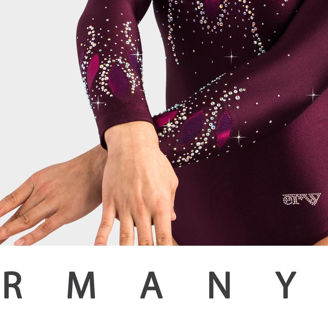 Instagram Post von einem Turnanzug mit viel Strass und Glitzer vom deutschen Hersteller ERVY