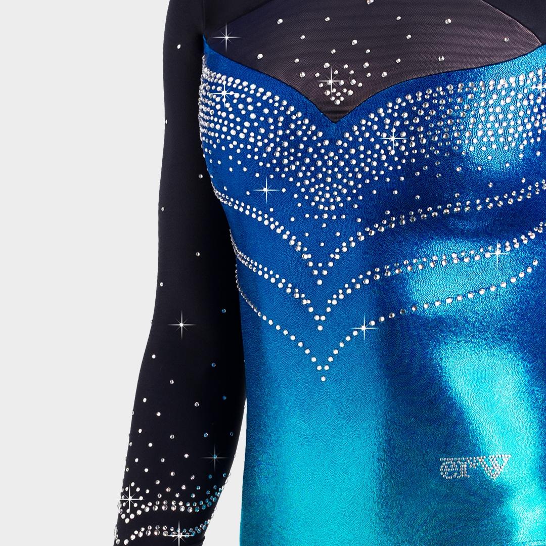 eleganter blauer Turnanzug mit sehr viel Strass und Tüll am Dekolletee mit Fütterung vom deutschen Hersteller ERVY Sports Fashion GmbH